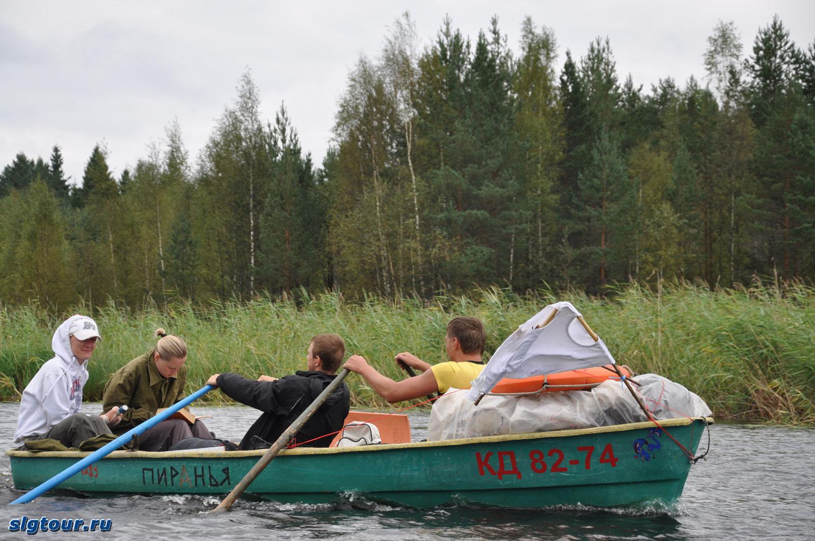 на лодках по рекам